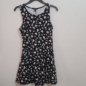 2x20 Forever 21 black with daisies Dress M